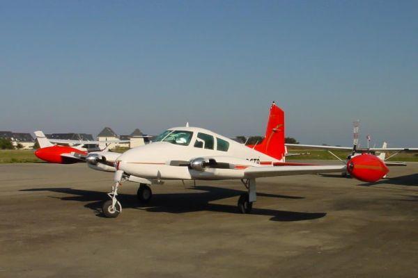 2003-03-17-cessna-310-d-19577AC53EFD-96DE-18FE-BBF3-9CA38DF132A5.jpg